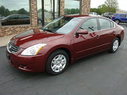 2012 Nissan Altima red side